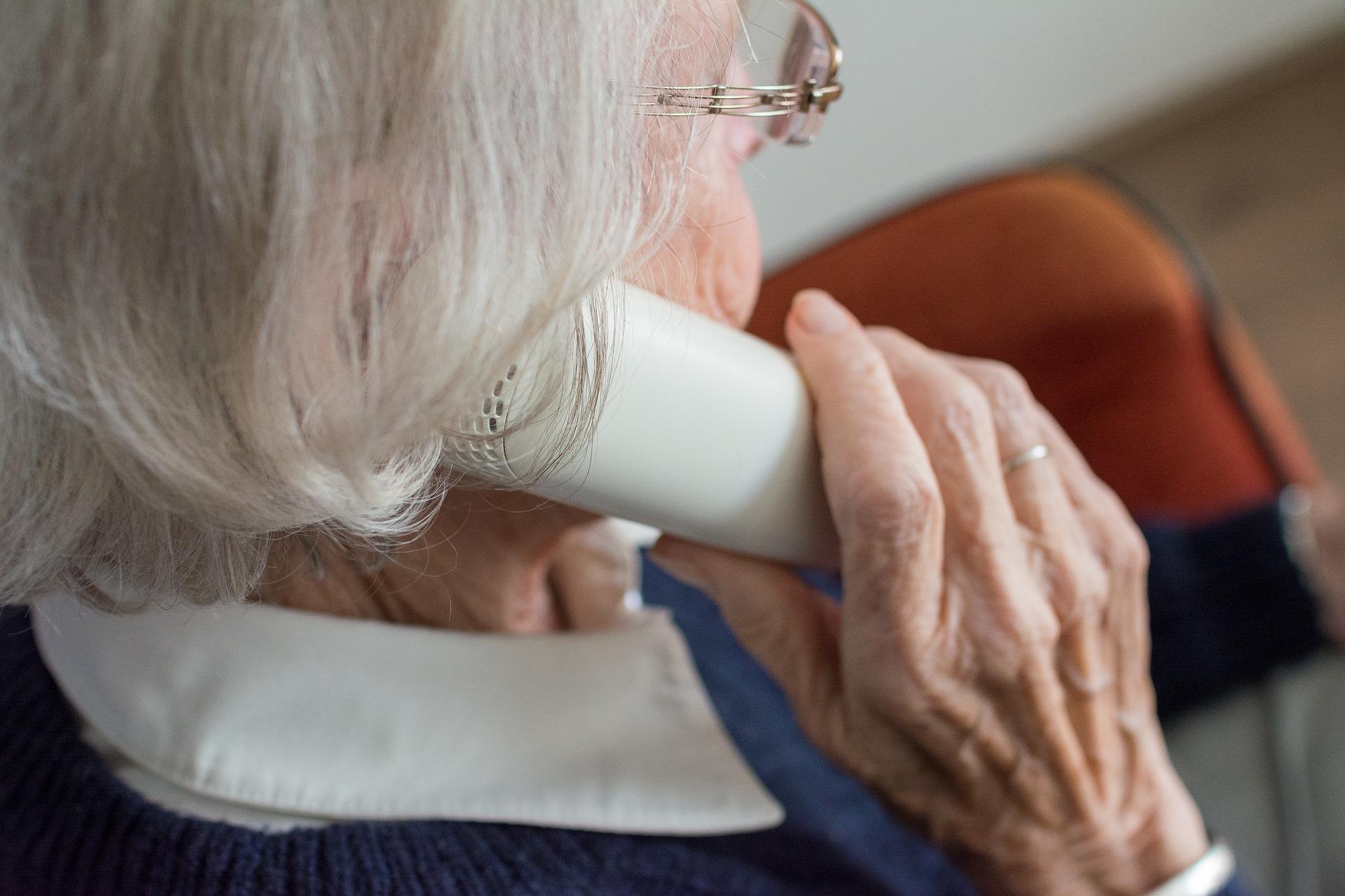 Protégez vos proches avec l'aide technologique aux personnes âgées